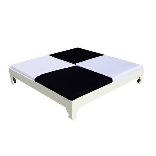 Lounge bed 160x160 cm.